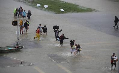Con Houston bajo el agua, EE UU aguarda lo peor de la tormenta Harvey