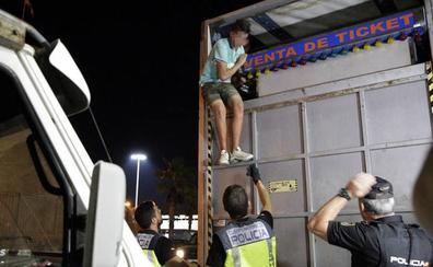 Desalojados varios inmigrantes de atracciones de feria en Melilla