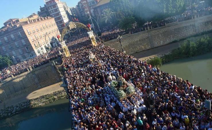Una multitud arropa a la Patrona en una romería histórica 5354d987154