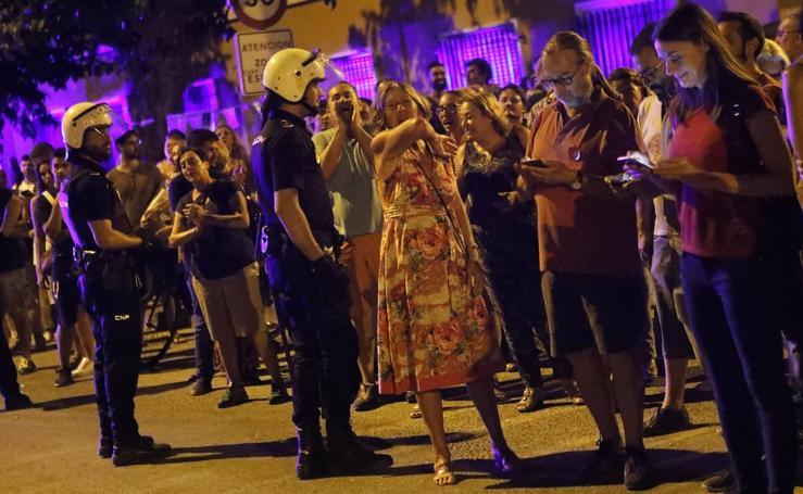 La Policía desaloja por la fuerza a los manifestantes que ocupaban las vías