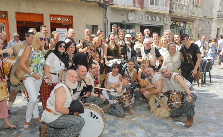 Los guerreros cogen fuerzas en el centro de Cartagena