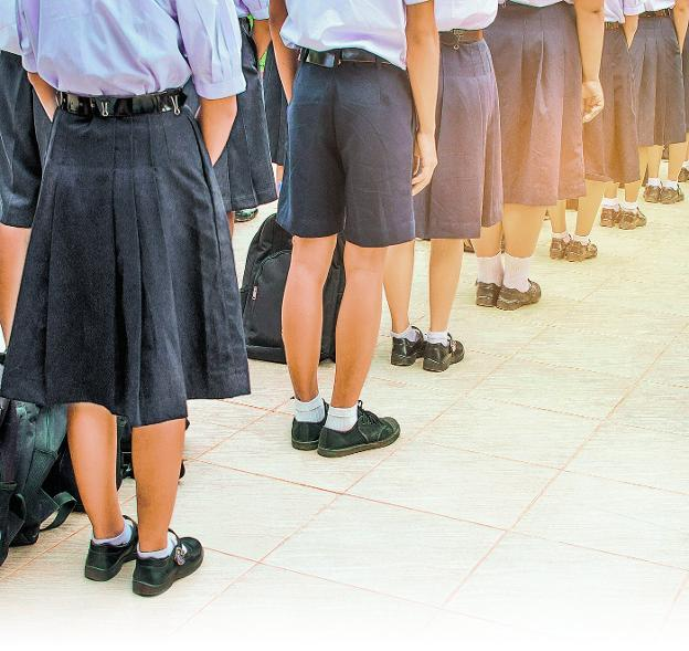 20d56b617cbf8 El uniforme escolar se introdujo en la Inglaterra del siglo XVI en las  escuelas de caridad