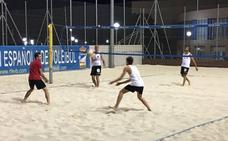 Un centenar de jugadores compiten en los torneos de voleibol y voleyplaya de los Juegos