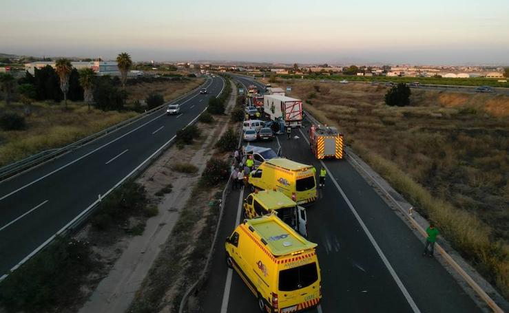 Un accidente múltiple en Sangonera la Seca provoca grandes retenciones