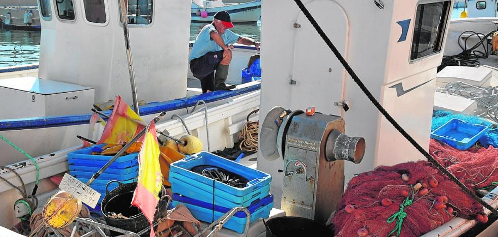 Los pescadores del Mar Menor preparan sus redes para 'la racha'