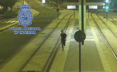 Dos menores detenidos por parar el tranvía tras colocar un tablón en las vías