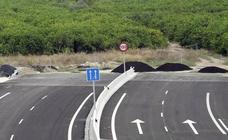 López Miras firma con el ministro poner fin a la 'autovía del bancal'