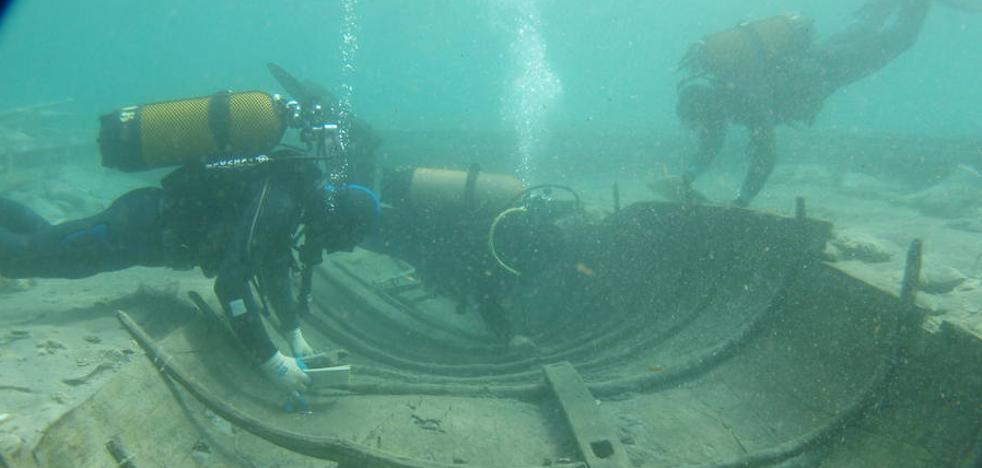 Los técnicos regresan a La Isla para preparar la extracción del barco fenicio de Mazarrón