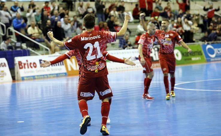 Fiesta al principio, arreón al final en el triunfo de ElPozo ante Palma Futsal (2-0)