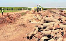 El consejero de Agricultura arremete contra la CHS por demoler el salmueroducto