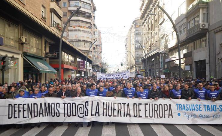 Miles de agricultores toman Murcia para exigir agua al Gobierno central