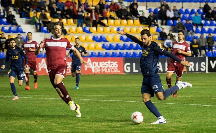 Tarde de contrastes en la victoria del UCAM CF en La Condomina (2-1)