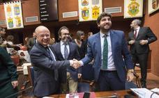 López Miras: «Es inconcebible que el Estado no garantice el agua a todos los territorios»