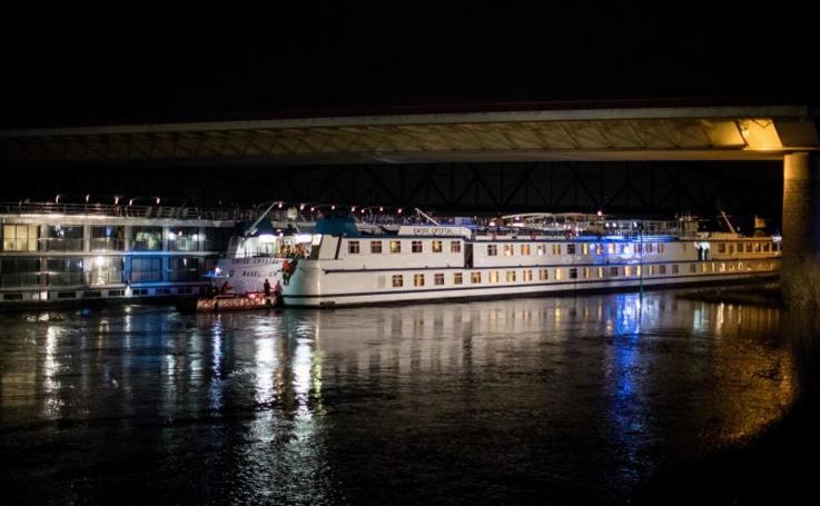 El accidente de un crucero contra un puente en el Rin, en imágenes