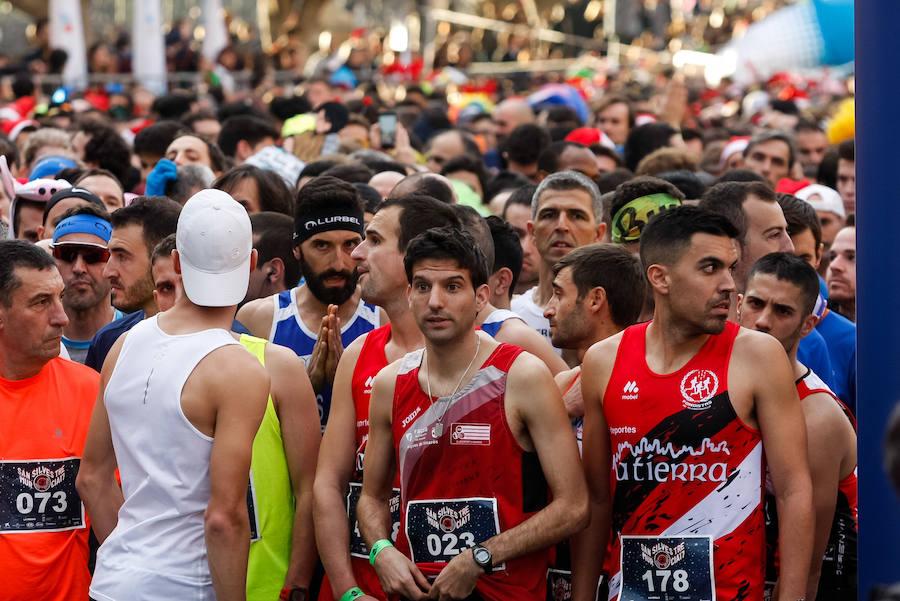 Así ha sido la multitudinaria San Silvestre por las calles de Murcia