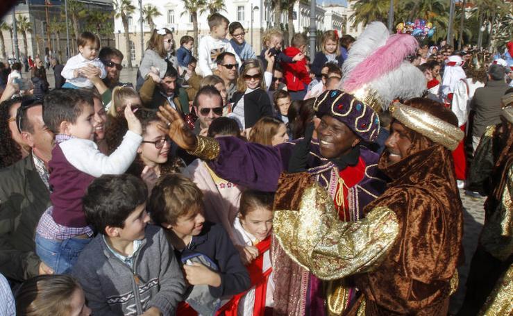 Los Reyes Magos llegan en barco