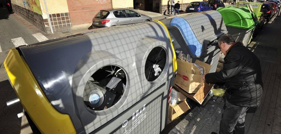 Dieciocho municipios incumplen la ley al cobrar por el servicio de basura más de lo que les cuesta