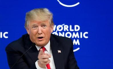 Trump vende EE UU ante la élite de Davos pero no logra esquivar la polémica