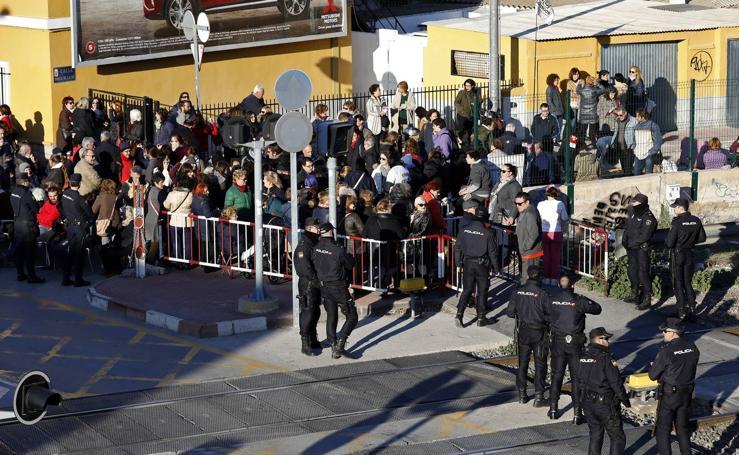 Protestas en Santiago el Mayor contra la pasarela peatonal