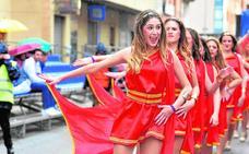 La lluvia desluce el desfile de Cabezo