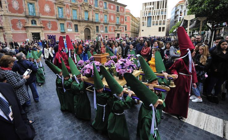 Casi dos mil escolares en la Procesión del Ángel en Murcia