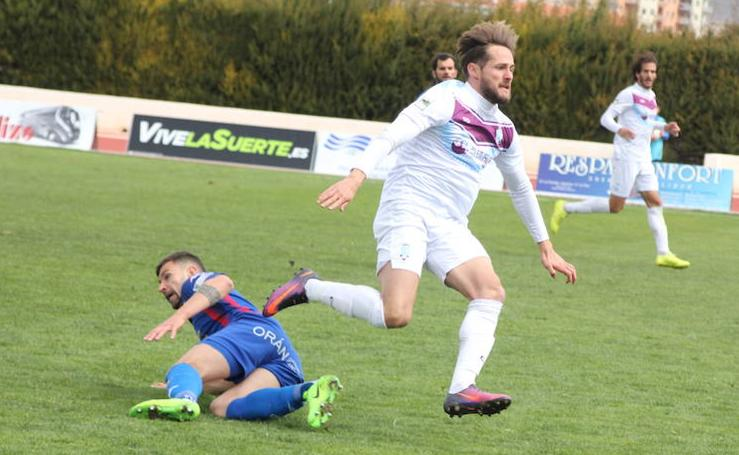 El Jumilla se queda a cinco minutos de conseguir la victoria contra el Extremadura (1-1)