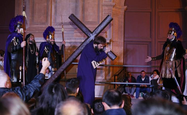 Vía crucis morado de carne y hueso en Lorca