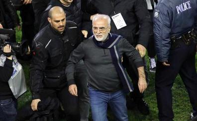 Tres años sin acceso a los estadios para el presidente 'pistolero' del PAOK