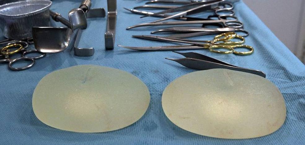 Una joven recibe 47.000 euros por el mal resultado de su aumento de pecho
