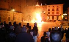 La 'quema del Judas' y la procesión de la Encarnación anuncian la Resurrección
