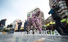 El alcalde de Murcia, «desolado» por la quema del Jardín de Primavera