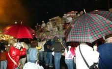 La lluvia amenaza el desfile del Entierro de la Sardina