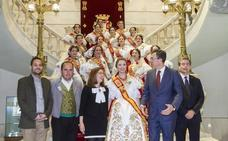 La alcaldesa de Cartagena recibe a la Reina de la Huerta y su corte