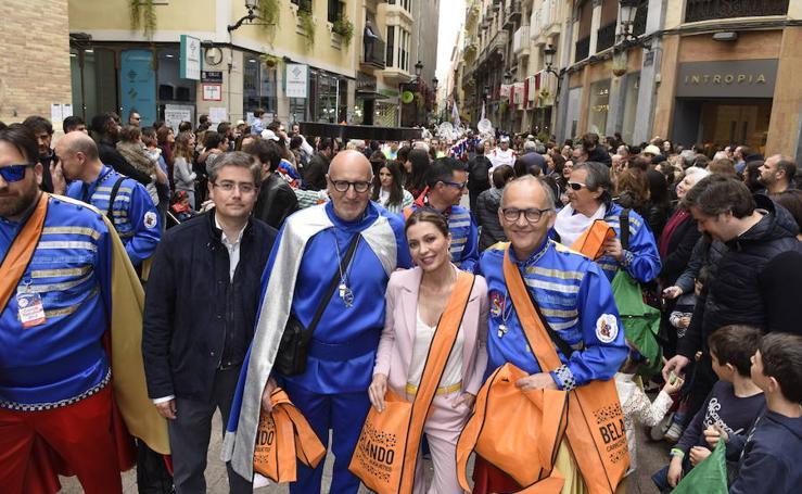 Los sardineros revolucionan Murcia con un aperitivo del Entierro