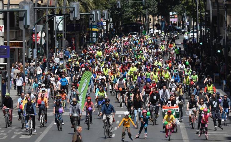 Uno pelotón ciudadano toma Murcia por una «movilidad sostenible»