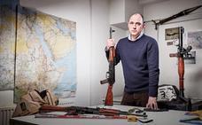 Este hombre sabe mejor que la CIA quién arma a ISIS