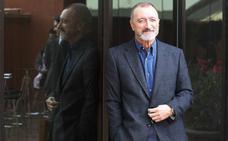 Pérez Reverte repite como el favorito de los murcianos para irse de cañas