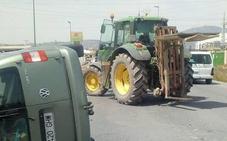 Herido un conductor tras colisionar contra un tractor en Totana