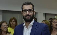 La oposición habla de «clientelismo» y duda de la «regeneración» del PP de López Miras