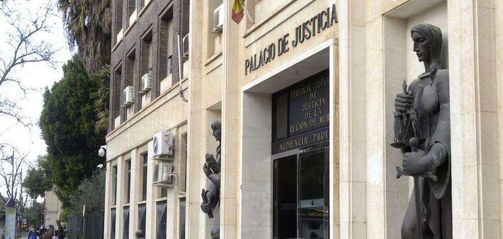 El acusado de abusar de las nietas de su mujer afronta 9 años de cárcel