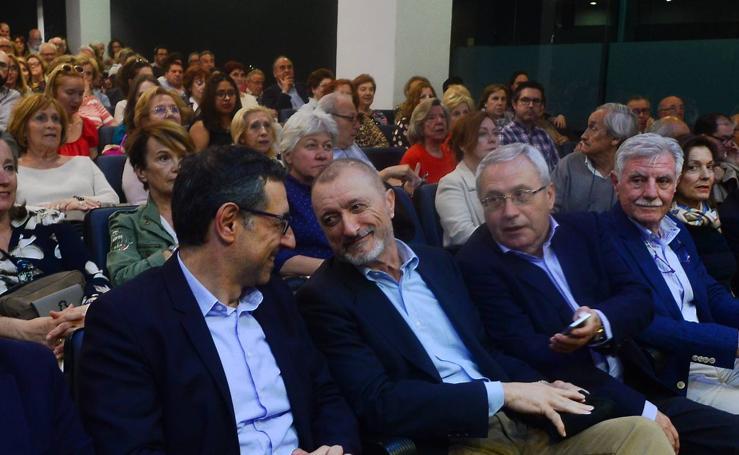 Arturo Pérez-Reverte celebra en Murcia el 25 aniversario de 'El club Dumas'