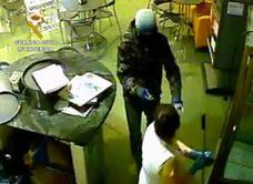 Detienen a un menor por un violento robo en un establecimiento de Totana