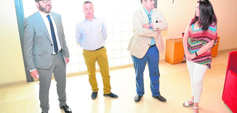 Los comerciantes trasladan a López Abad su inquietud por la liberalización de horarios