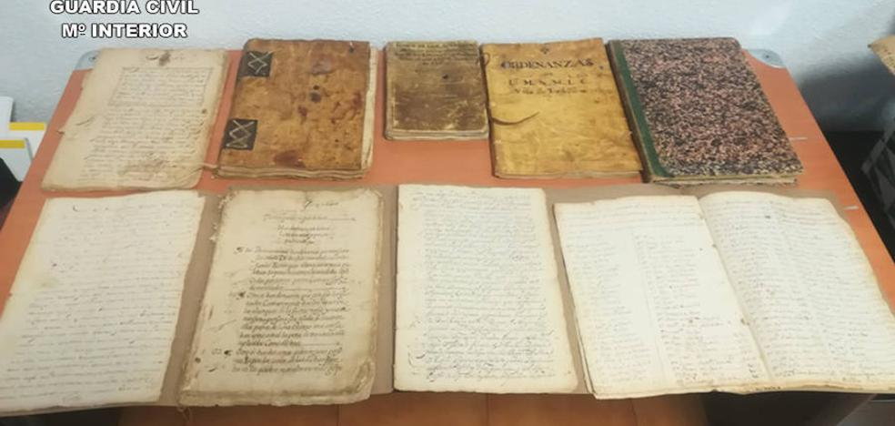 Recuperan 60 documentos históricos que un anticuario ofrecía a través de internet
