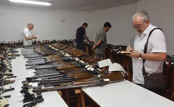La Guardia Civil de Murcia da inicio a su subasta de armas anual
