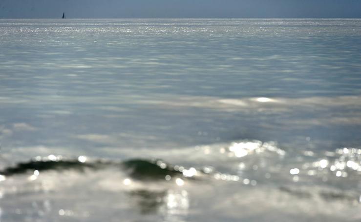 Paseo a pies desnudos junto al mar, de Río Seco a la caleta de la Glea