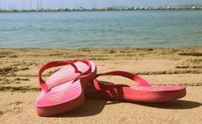 Los podólogos avisa de la especial precaución que tienes que tener al usar el calzado de verano