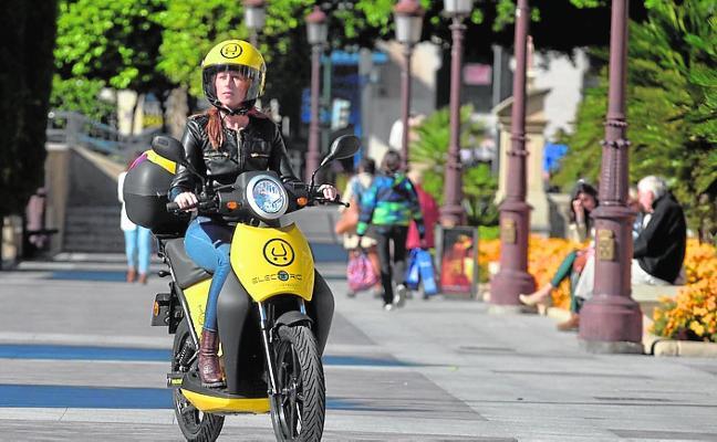 Quejas vecinales porque las motos eléctricas no llegan a Joven Futura