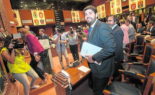 López Miras destinará 15 millones a planes para reducir el paro y bajará más impuestos