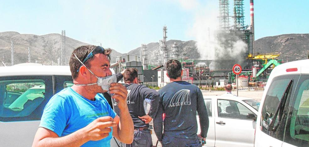 Un fuga de vapor, azufre e hidrocarburos en la refinería alarma a trabajadores y vecinos